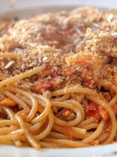 spaghetti acciughe macro