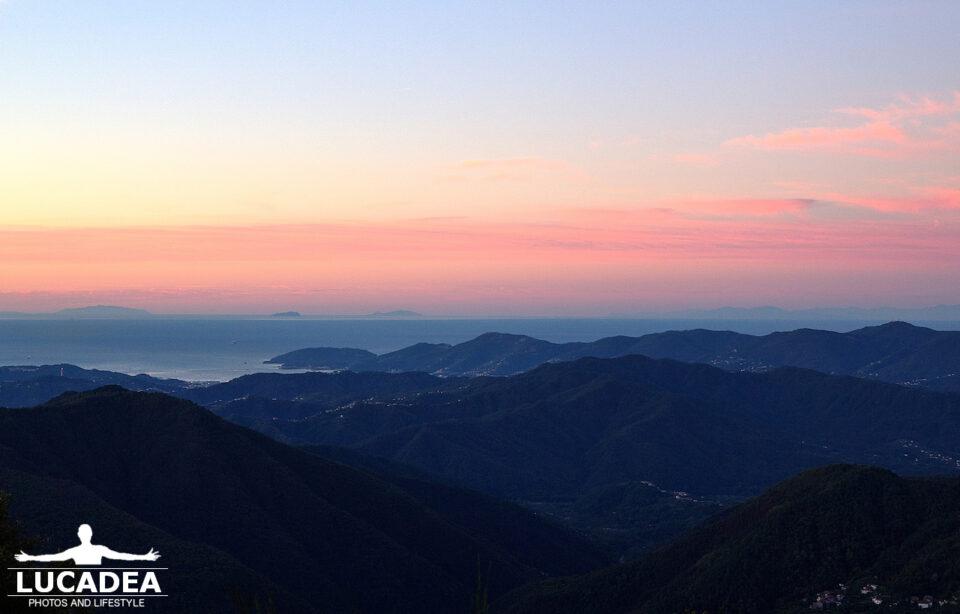 Il golfo dei poeti fotografato dall'alto di prima mattina