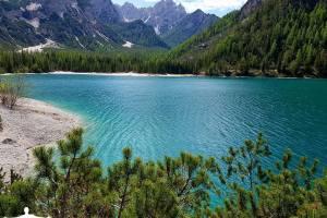 Lago_di_Braies_02