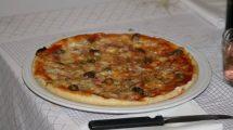 Pizza fatta in casa (foto)