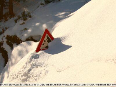 cartello con neve