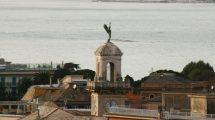 La Vittoria con il mare sullo sfondo (foto)