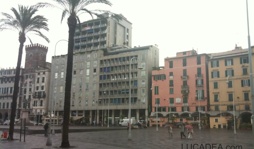 Piazza Caricamento
