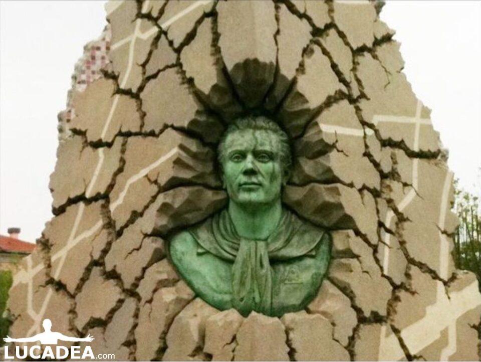 monumento partigiano virgola