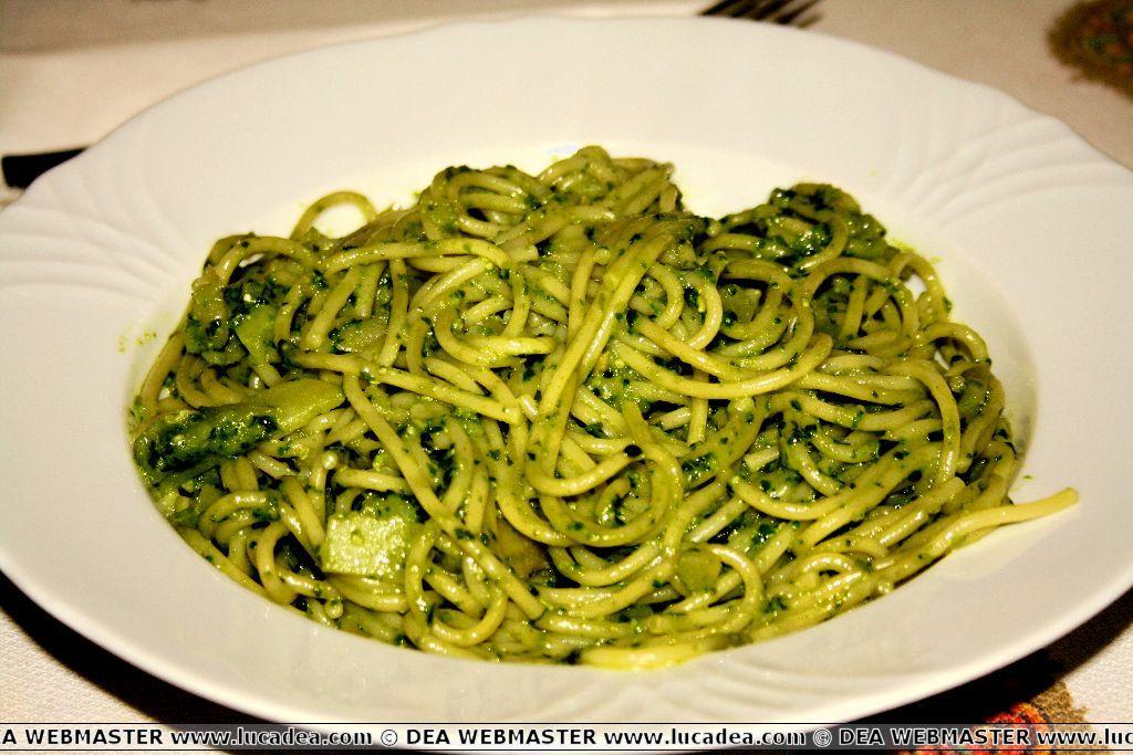 Spaghetti al pesto, la ricetta