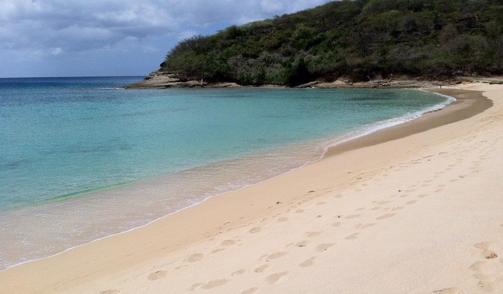 Spiagge da sogno: Hawks bay ad Antigua