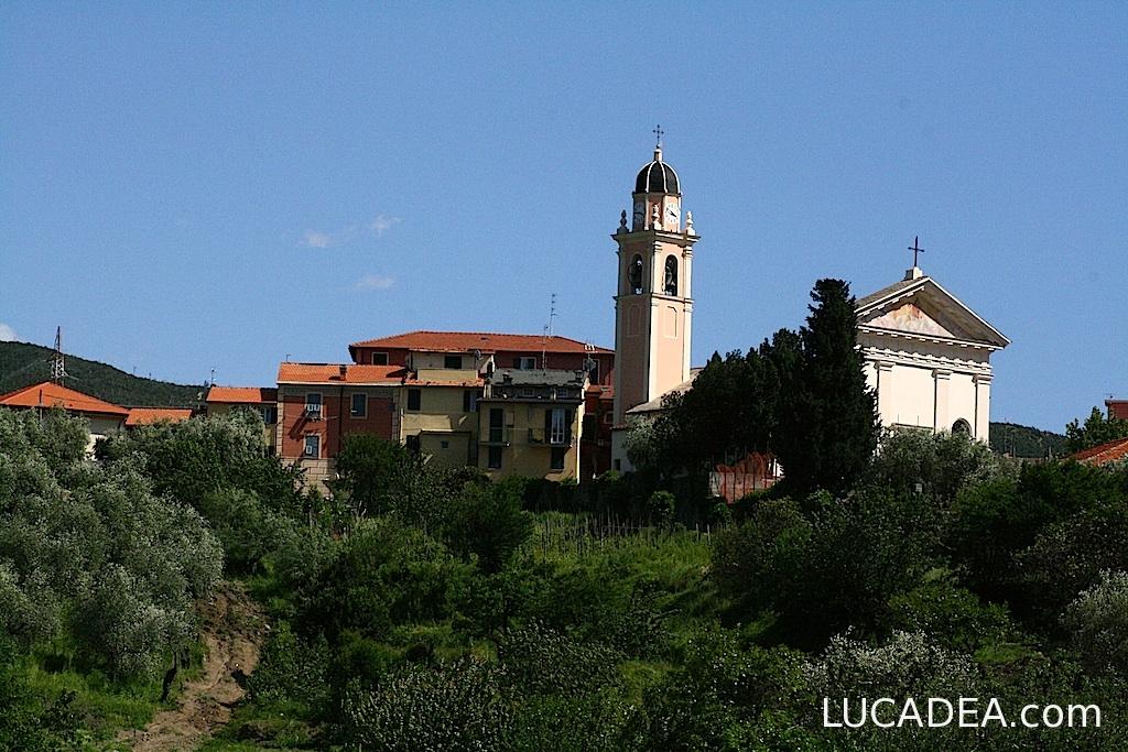 Trigoso e la chiesa (foto)