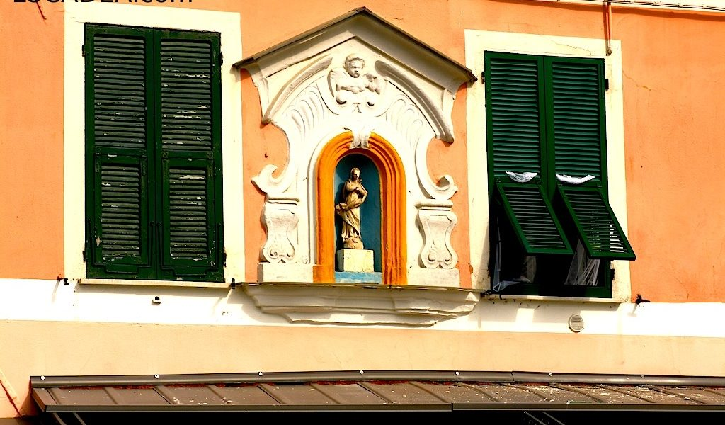 Madonnina su facciata