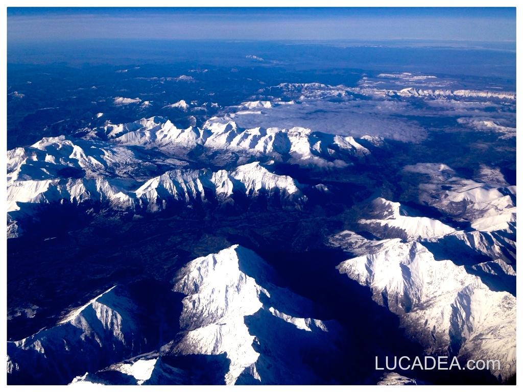 Le alpi viste dall'aereo (foto)