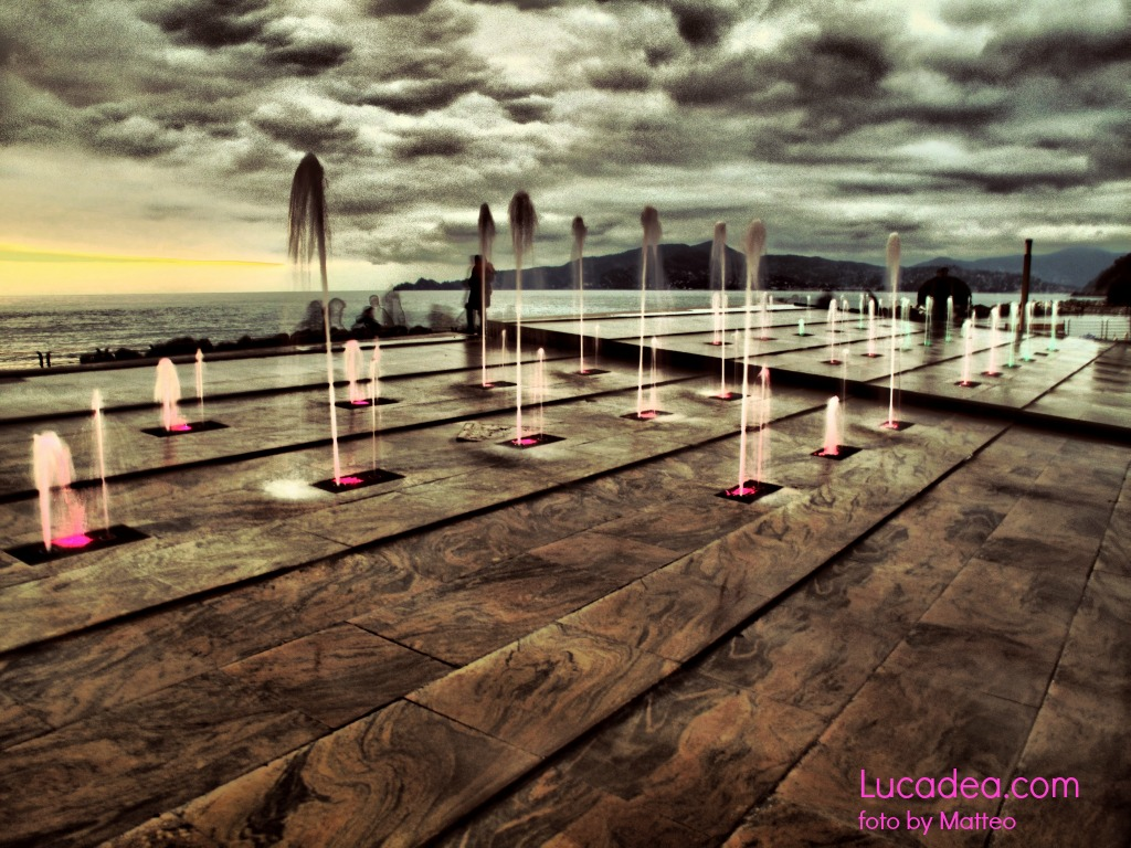 Chiavari: fontana sul lungomare