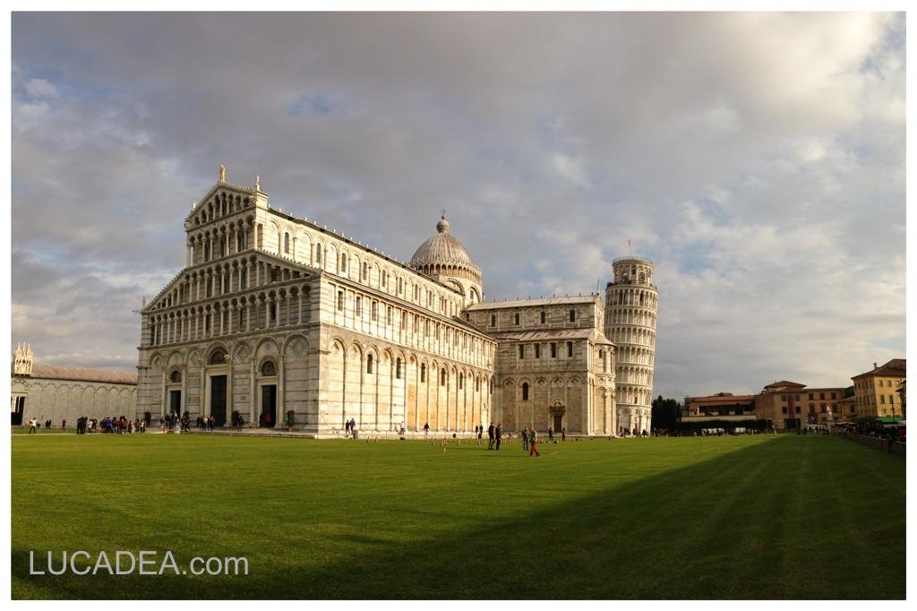 Piazza dei Miracoli a Pisa (foto)