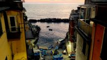 Scorcio di Riomaggiore al tramonto di dicembre