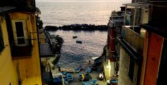 Scorcio di Riomaggiore al tramonto di dicembre (foto)