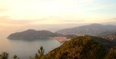 Riva Trigoso e Sestri Levante viste da Punta Baffe