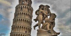 Pisa: statua di Angeli e la famosa Torre