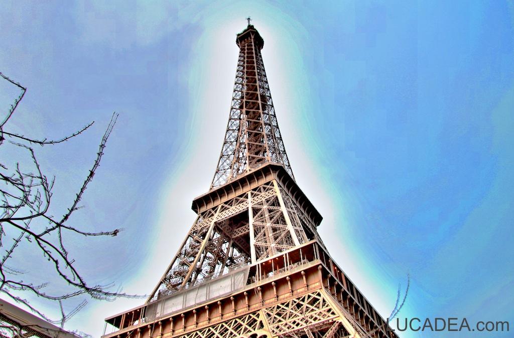 Tourre Eiffel fotografata dai Champs de Mars