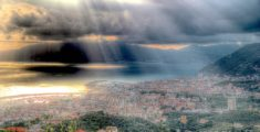 Lavagna e Chiavari viste da Santa Giulia in un pomeriggio nuvoloso (foto)