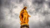 La statua della Madonna della Cattedrale di Zagabria