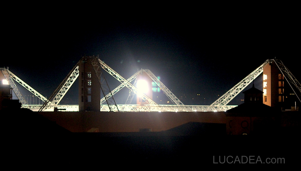 Lo stadio Luigi Ferraris in notturna