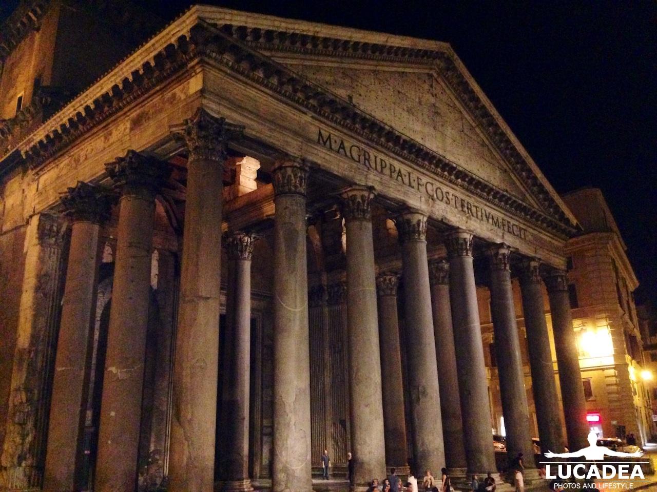 Pantheon in notturna: il tempio di tutte le divinità