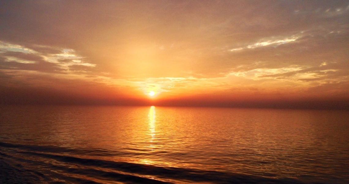 Ancora un'alba in mare