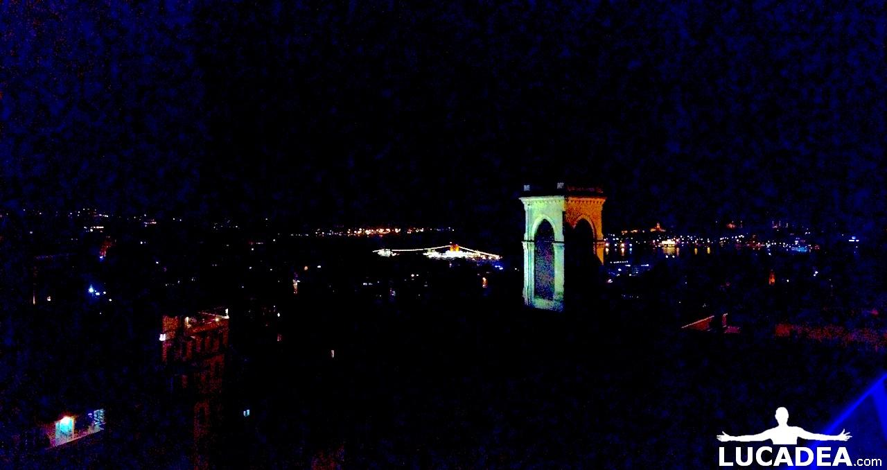 Panoramica di Istambul in notturna