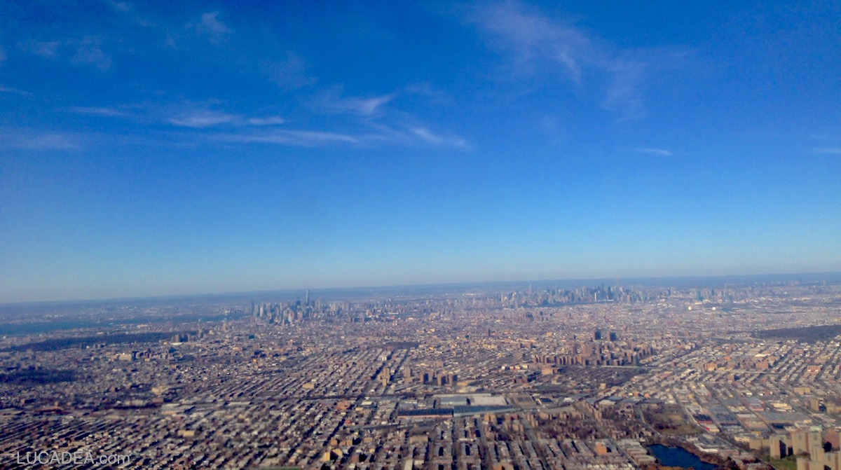 View of New York City from flight (foto)