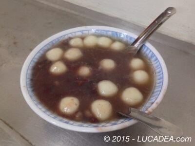 Zuppa di fagioli rossi e palline di riso