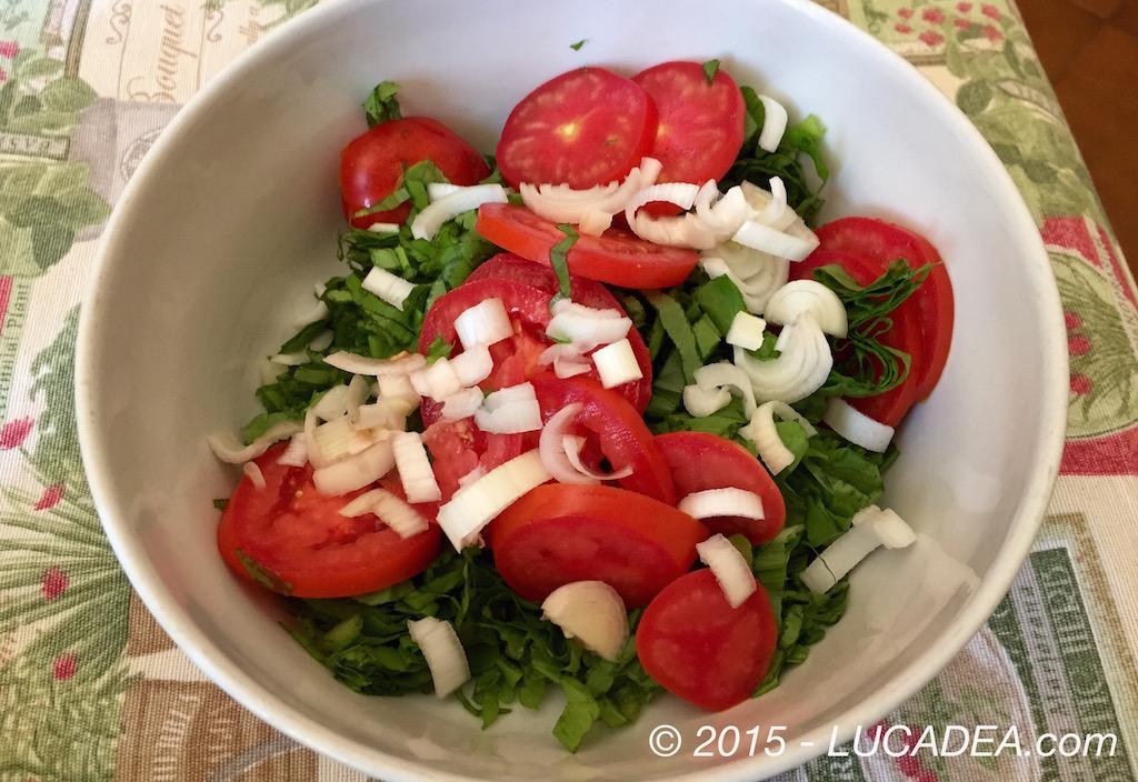 Insalata pomodori, lattuga e cipolle