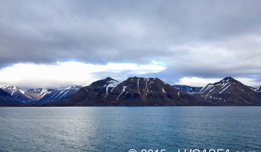 Paesaggio tra mare e monti