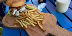 Hamburger e patatine (foto)