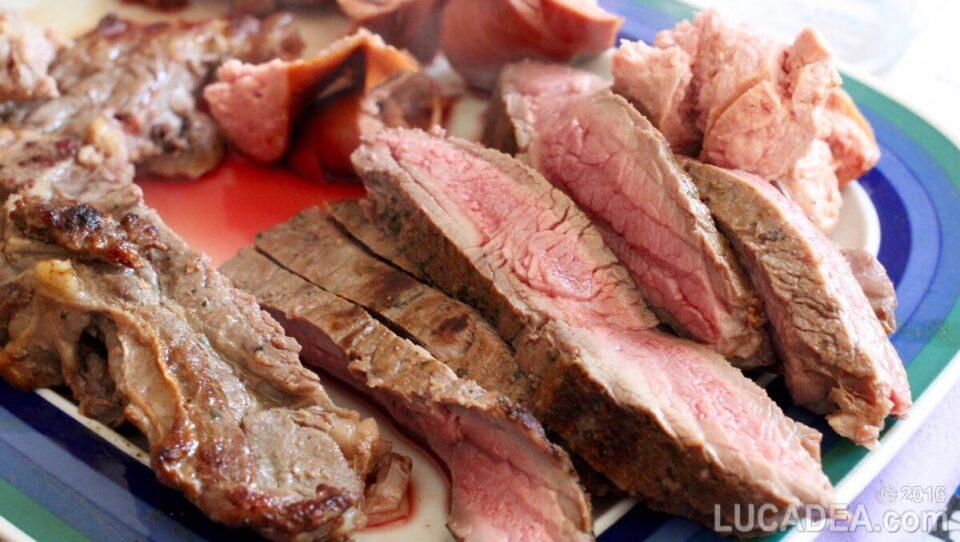 Bistecca alla griglia tagliata