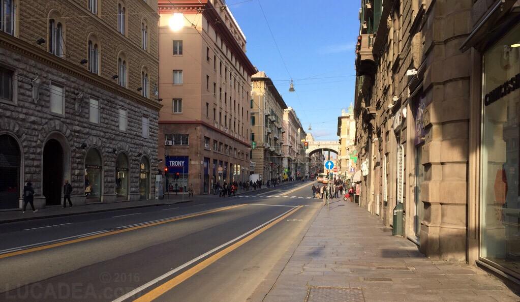 Via Venti Settembre a Genova di prima mattina