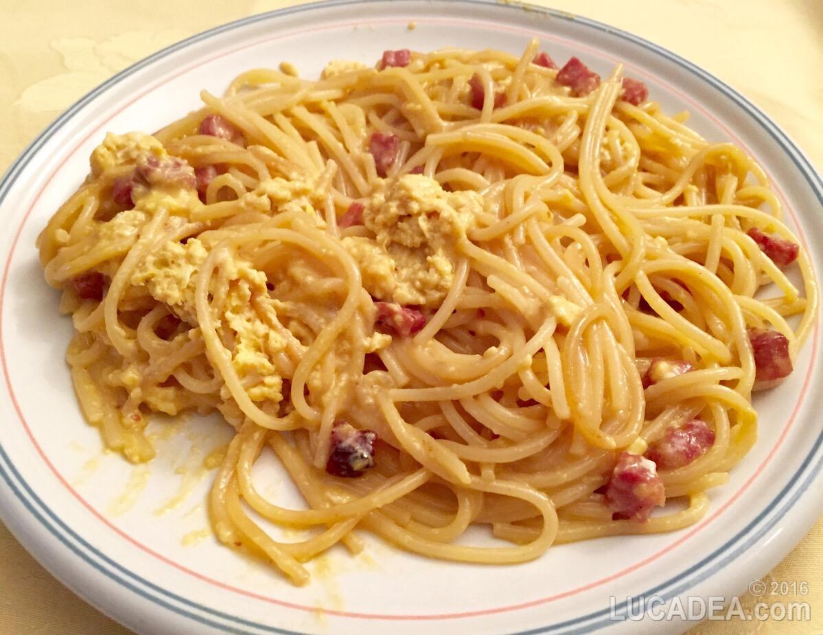 Carbonara con salsiccia: variante semplice della ricetta