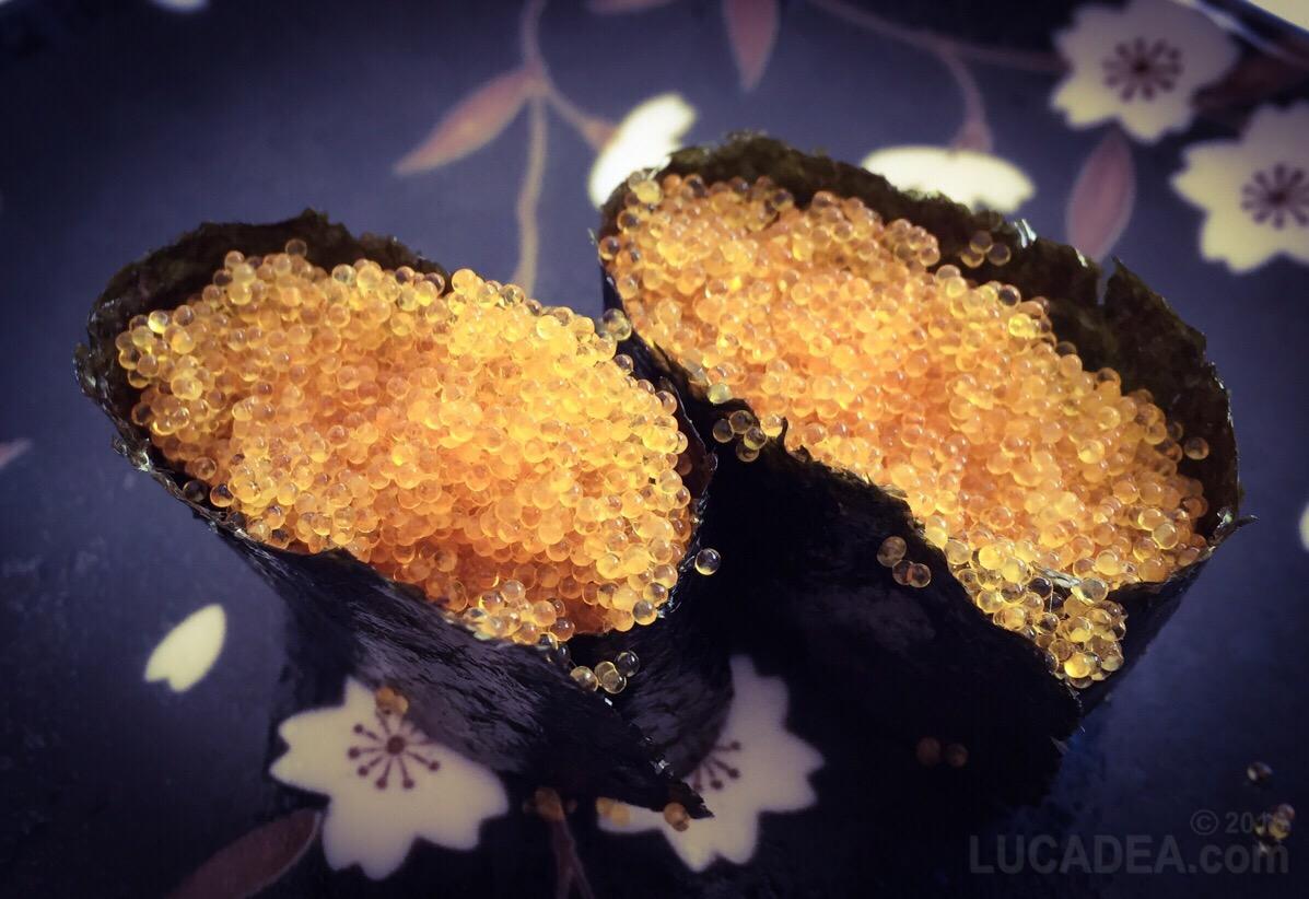 Gunkan Tobikko: un tipo di sushi a forma di barchetta