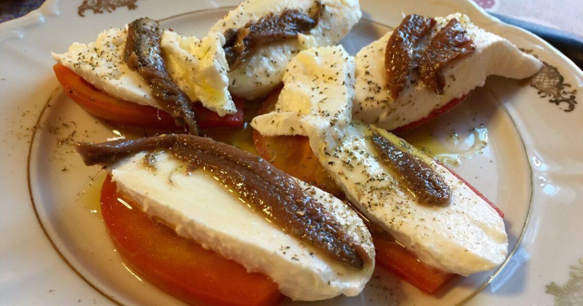 Pomodoro, mozzarella e acciuga