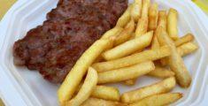 Salsiccia e patatine alla sagra