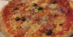 Pizza prosciutto e olive