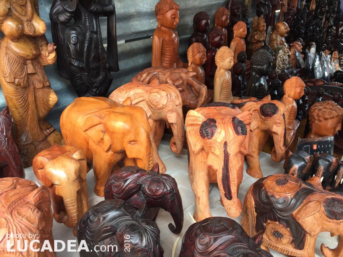 Elefanti fatti a mano come souvenir in Sri Lanka
