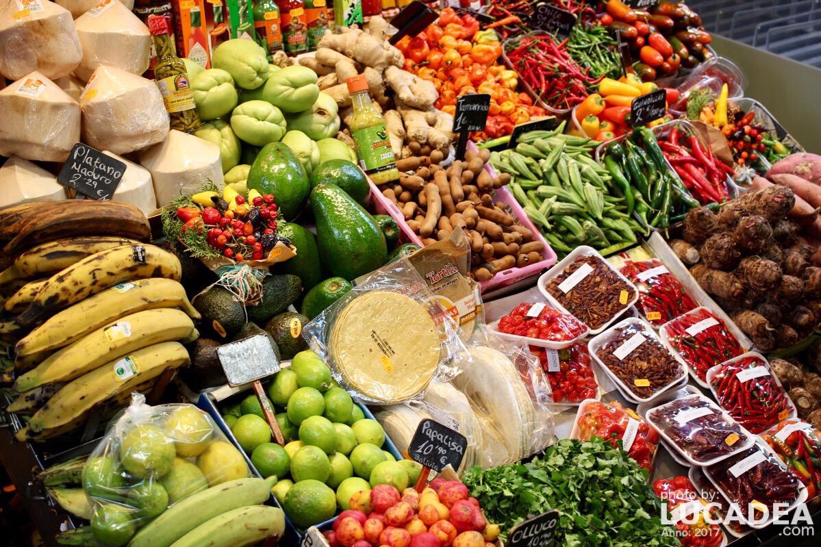 Bancarella di frutta tropicale