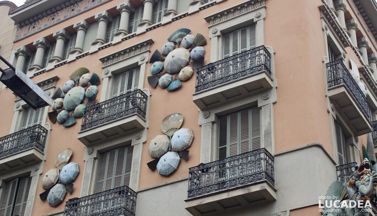 Ombrelli sulla rambla di Barcellona