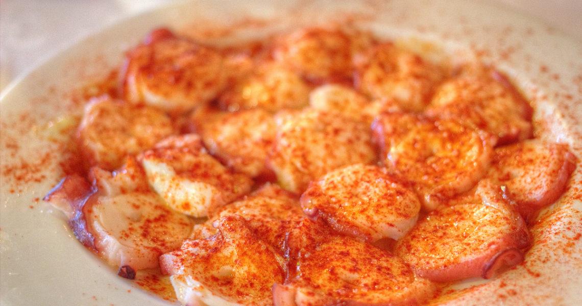 Polpo alla gallega o galiziana, un piatto tipico spagnolo