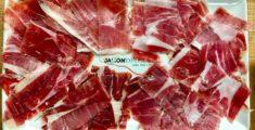 Assaggi di jamon nel ristorante di Barcellona (foto)
