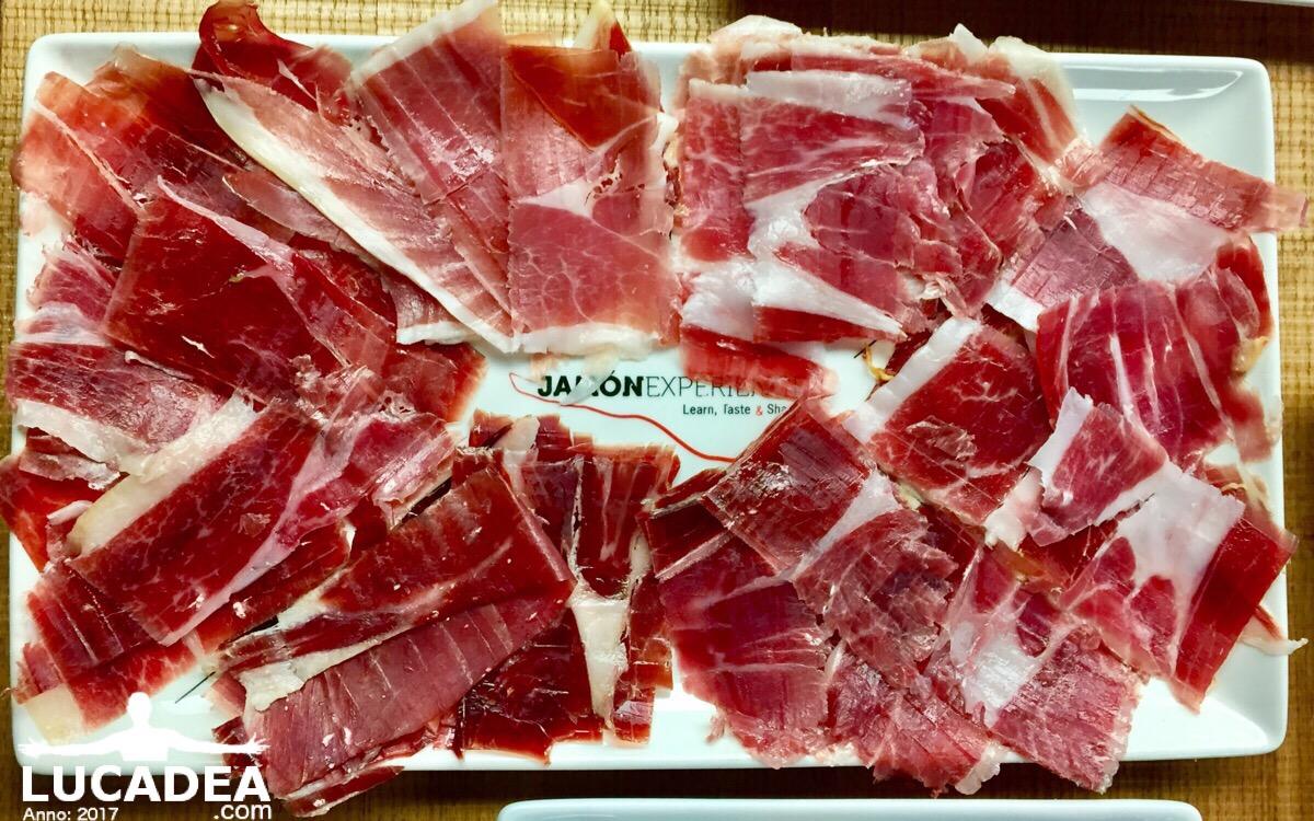 Assaggi di jamon nel ristorante di Barcellona