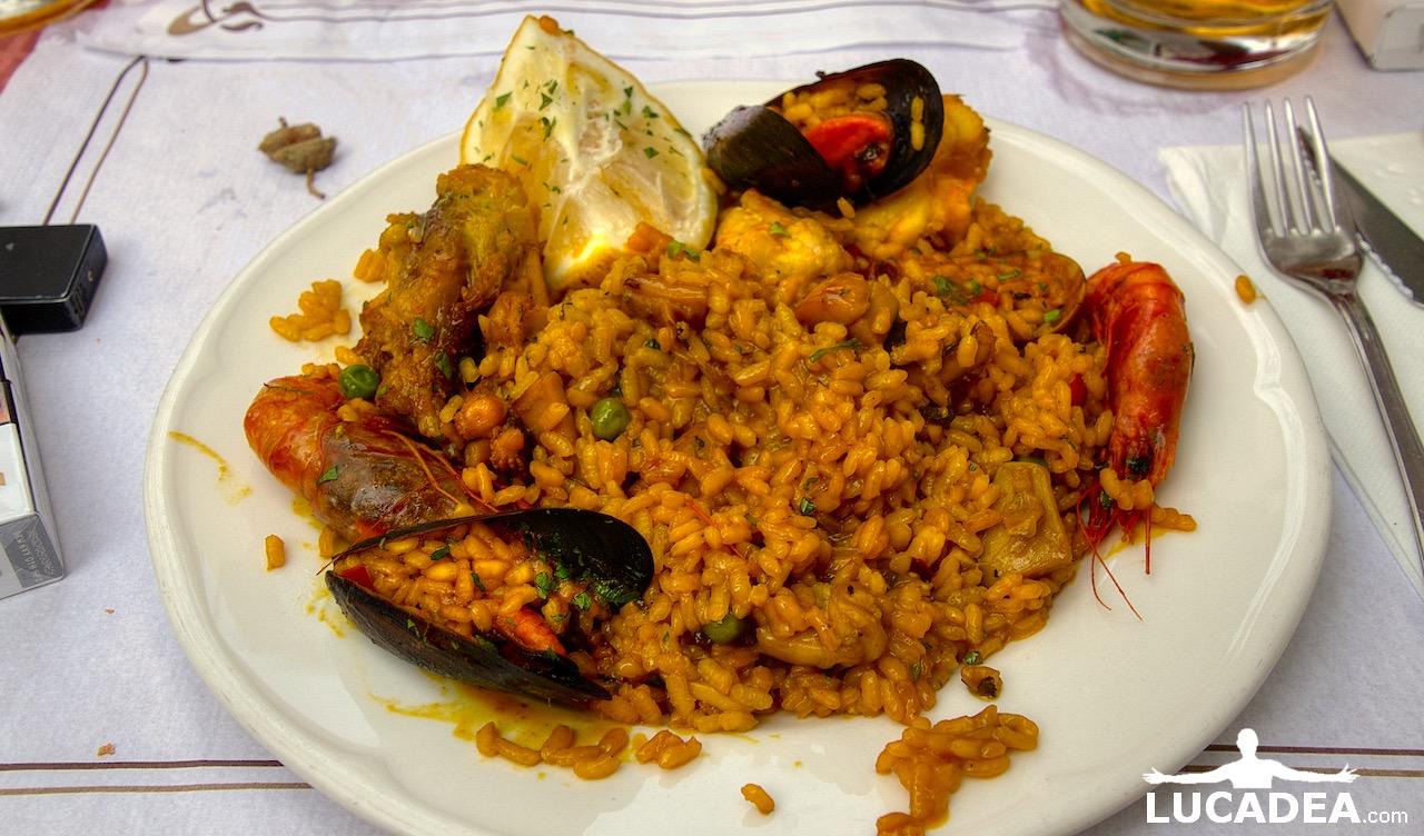 Paella di pesce e frutti di mare
