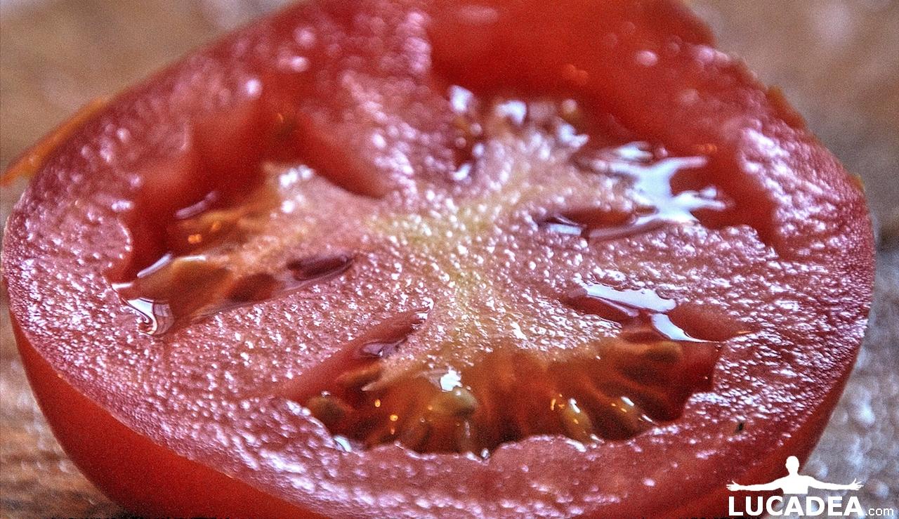 Pomodoro tagliato