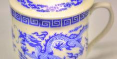 Tazza cinese con dragone (foto macro hdr)