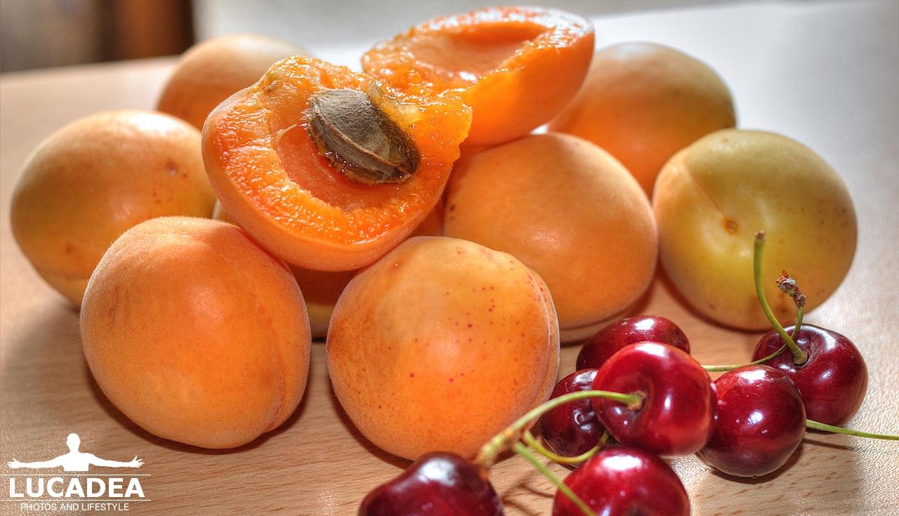 Albicocche e ciliegie