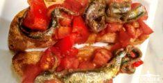 Ciabatta acciughe e pomodorini dell'agriturismo (foto)