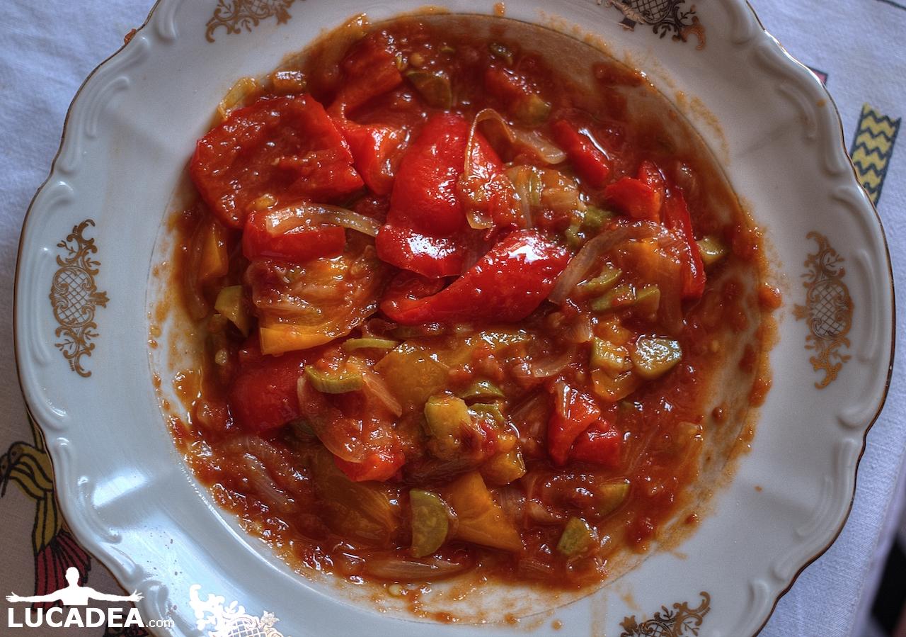 Ratatouille di peperoni e zucchine (foto hdr)